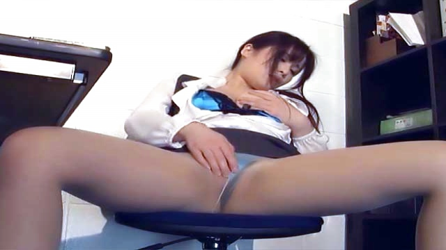 Kiriyama Anna performing a worthy head - Japanese AV Porn