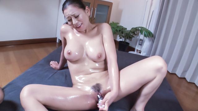Busty milf enjoys Japan cum over her hairy pussy - Japanese AV Porn