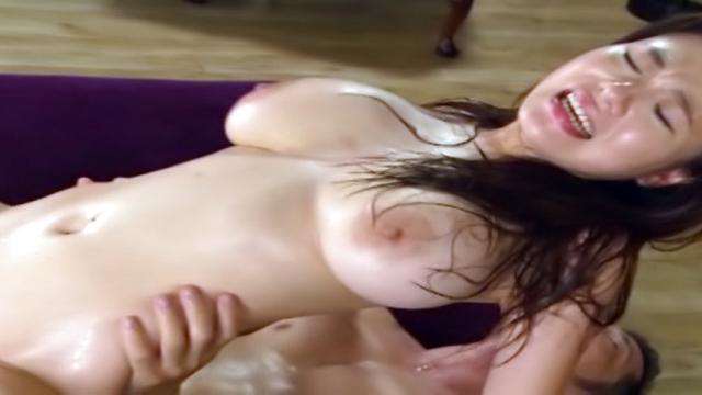 Natsu Kimino gives a lucky dude a blowie - Japanese AV Porn