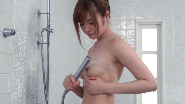 Peachy knockers doll uses jap vibrator inside the bathtub - japanese AV Porn