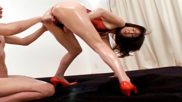 Reiko Sawamura gives a nasty foot job - Japanese AV Porn