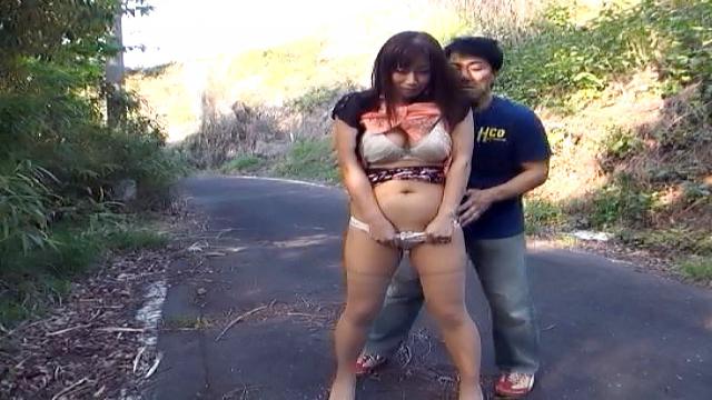 Stunning mature Asian loves to banged outdoors. - Japanese AV Porn